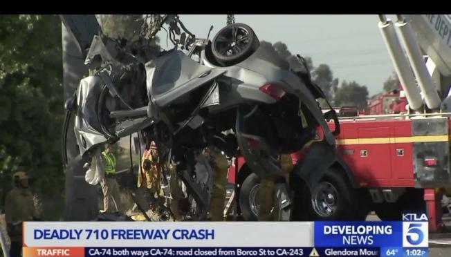 車輛已經撞得面目全非。(取自KTLA)