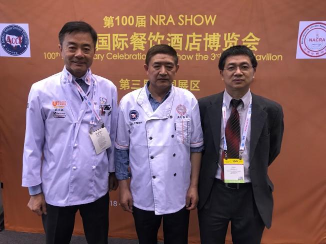 美國中餐聯盟副主席孔慶超(由左至右)、100屆餐飲大展中國區組委會主任鐘富華、北美中餐協會會長吳震宇。(特派員黃惠玲╱攝影)