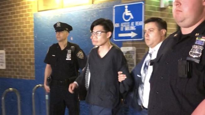 蔡健興被押出警局。(記者顏潔恩╱攝影)