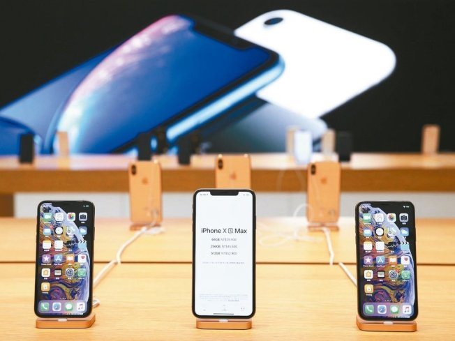 自從iPhone7之後,蘋果手機宣稱「防水」,但消費者實際上有不同的親身體驗。(聯合新聞網)