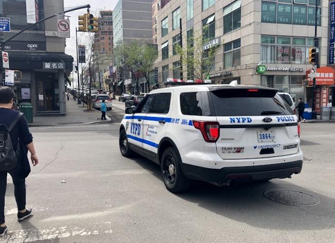 法拉盛市中心緬街與37大道交口附近的一家娛樂場所遭多名男子合夥入室搶劫。(記者朱蕾/攝影)