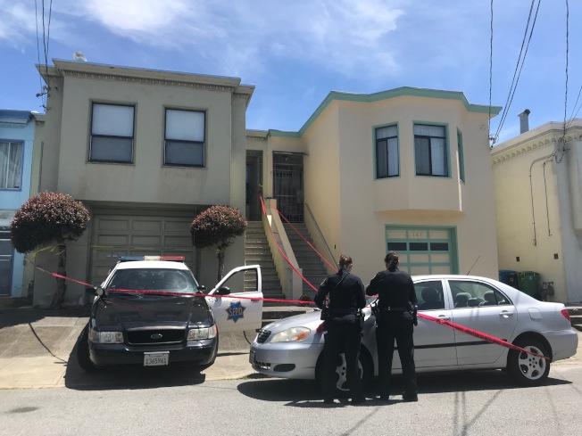 發現有肢解殘骸的住宅,包括業主的汽車,均被警方扣查封上紅色膠布。(記者李秀蘭/攝影)