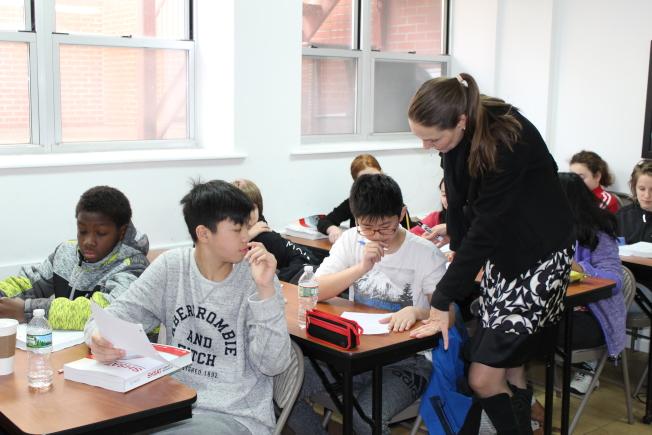 很多華裔學生會在周末參加補習班,為考進特殊高中做準備。(記者劉大琪/攝影)