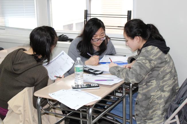 孩子進入特殊高中,家長不要施加過多壓力,應策略性地協助緩解壓力。(記者劉大琪/攝影)