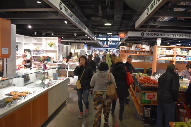 艾塞克斯街市場擁有開闊空間,變成觀光景點。(記者顏嘉瑩/攝影)