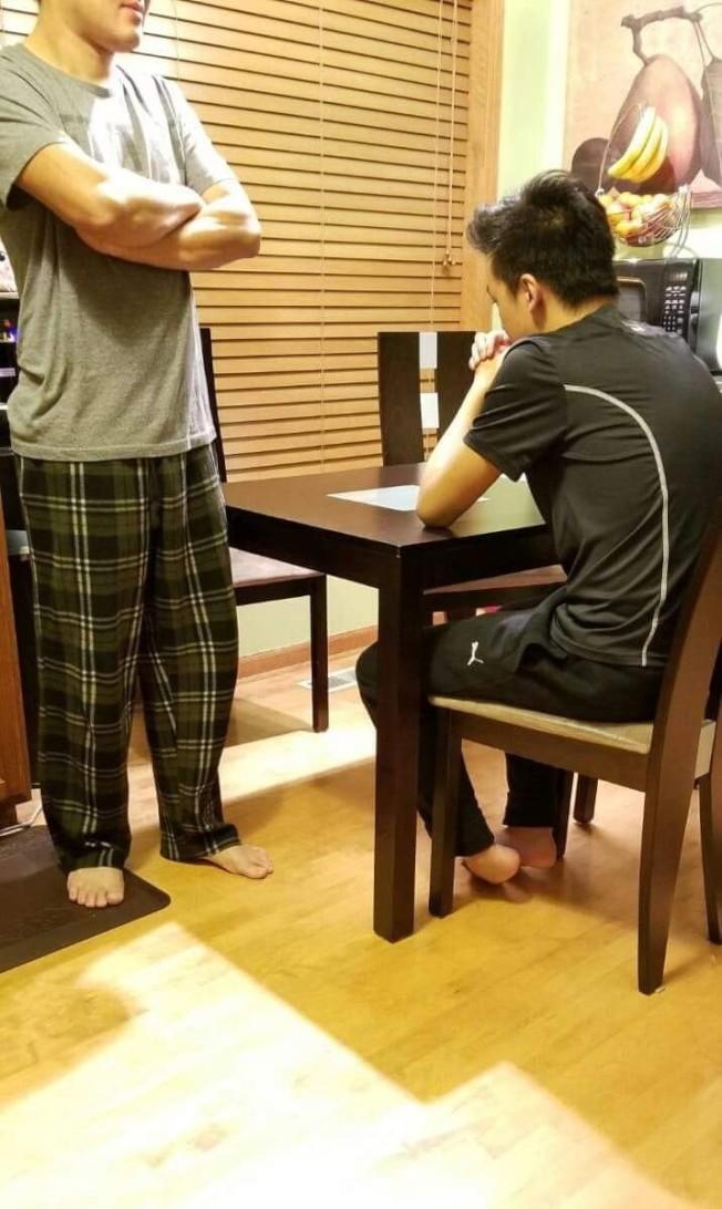華人父母重視子女教育,但不要緊盯不放,造成親子關係緊張。(本報資料照片)