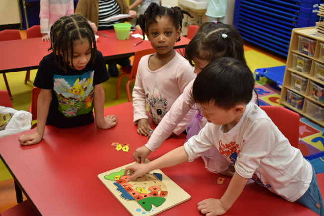 Rogone認為,學習雙語能夠鍛鍊大腦活動,對未來的認知發展有正面作用。(記者顏嘉瑩╱攝影)