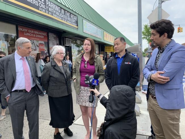 民選官員們表示,紐約市公車速度緩慢,需保障公車道暢通無阻。(記者劉大琪/攝影)