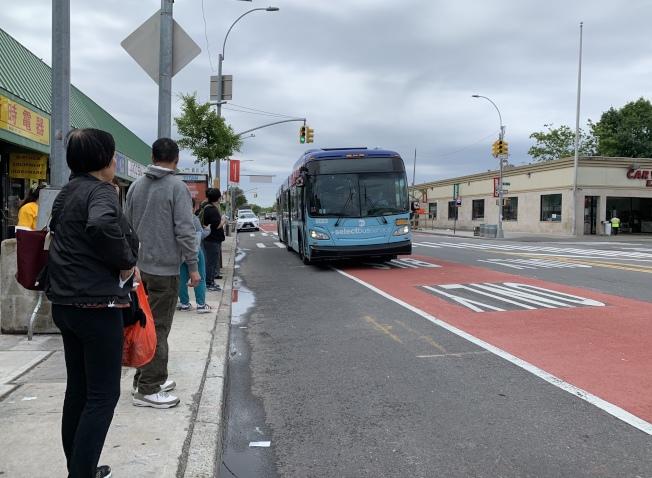 特選公車道經常被其他機動車占用。(記者劉大琪/攝影)