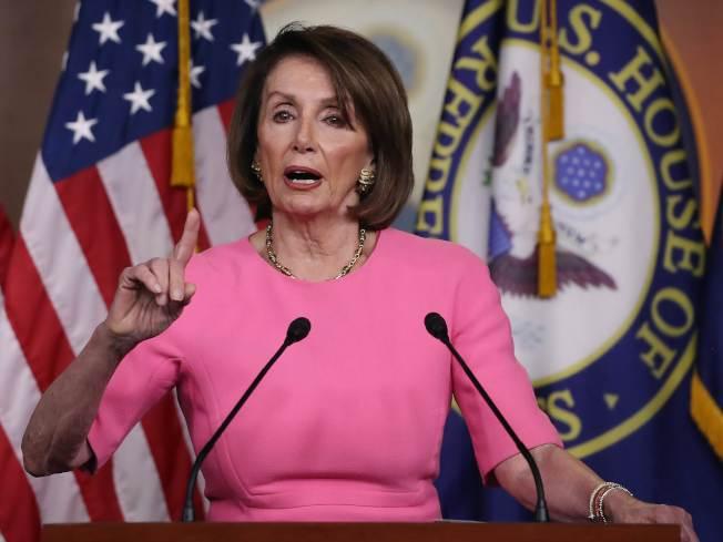 國會眾院議長波洛西23日會見媒體,指川普亂發脾氣,令她非常擔心總統的身心健康,以及國家福祉。(Getty Images)