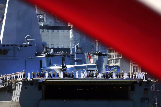 即日起至28日,15艘軍艦在紐約市停靠一周,開放民眾登船參觀。(美聯社)