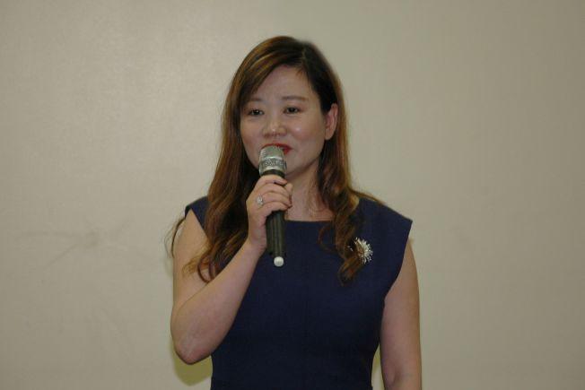 華聯會主席鄭征讚揚芝北中文中心舉辦這個甚有意義的青少年書畫大賽。