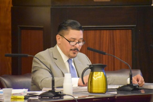 卡蘭扎日前在市議會公聽會上發言。(本報檔案照)