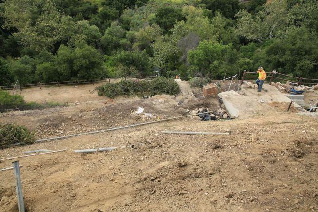 修復工程耗資上百萬元,聯邦政府出資93%,鑽石吧7%。修復工程還將包括修復公園沿線附近被洪水損壞的斜坡,兩組混凝土階梯也將重新建造。(鑽石吧市府提供)