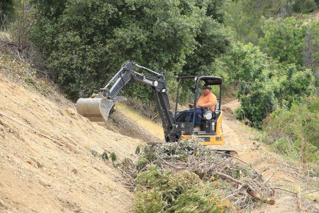 2017年初被風暴和大雨嚴重損壞被迫停擺兩年的鑽石吧Sycamore峽谷公園(Sycamore Canyon Park),近期開始進行施工前清理及地基規劃工作。(鑽石吧市府提供)