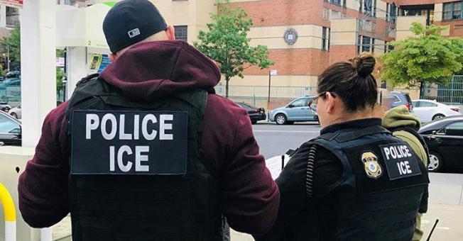 ICE日前在纽约再逮捕31名移民,包括曾从事卖淫的一名中国公民。(ICE提供)
