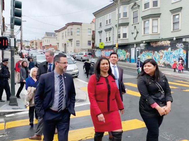 走街串巷。(照片由市長辦公室提供)