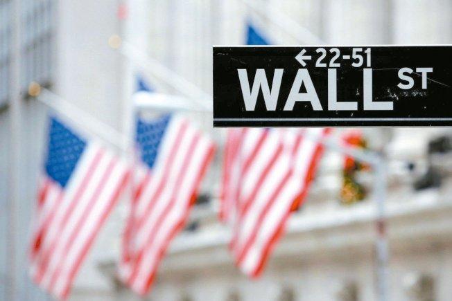 """报导指出,美国股价如今接近历史新高,税法新制让富人减税,加上美国经济蓬勃发展的环境因素,美国大企业执行长们""""薪情""""愈来愈好。路透"""