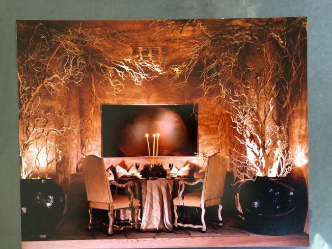 易彬文獨家研製絲綢壁紙。圖為其壁紙作品裝修後效果圖。(記者劉先進/攝影)