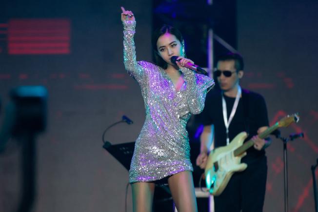 蔡依林在北京麥田音樂節載歌載舞。圖/摘自微博