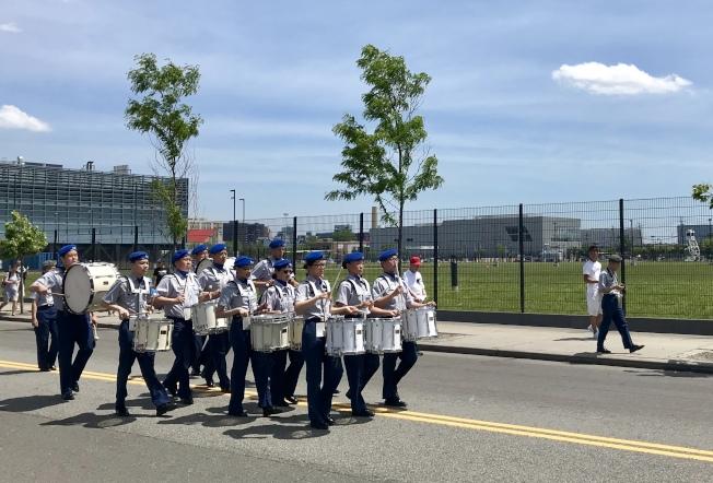 近40個團體參加大學點國殤日遊行。(記者朱蕾/攝影)