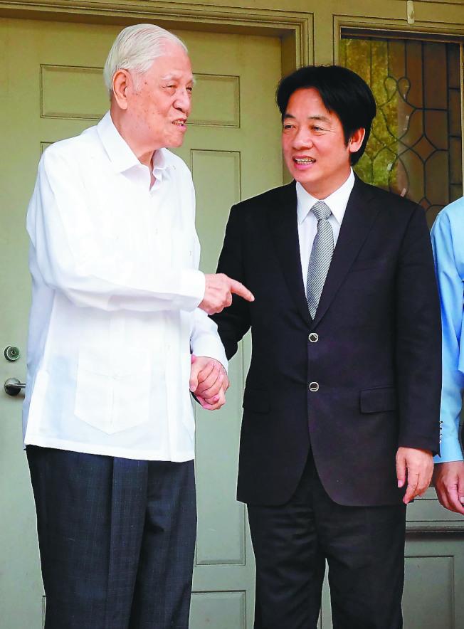 行政院長前院長賴清德(右)與前總統李登輝(左)。(本報資料照片)