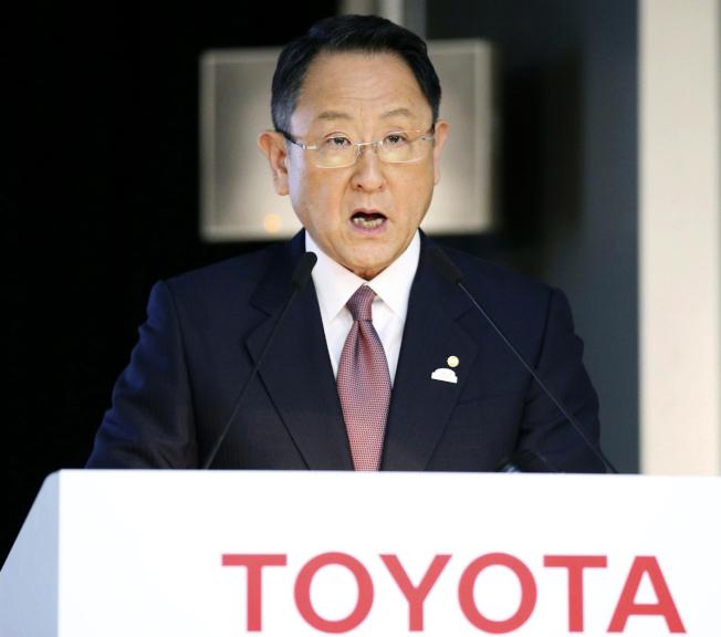 川普總統25日扺日本訪問,當晚餐會就「消遣」不久前批評他的豐田汽車社長豐田章男。(美聯社)