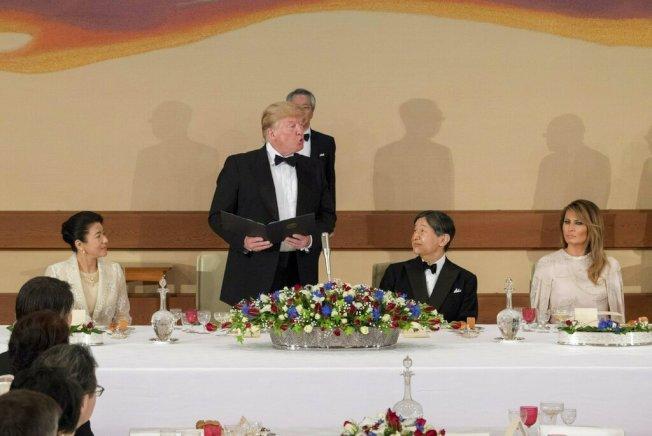 美國總統川普27日在日本進行國是訪問時表示,美國還沒準備好與中國達成貿易協議。 美聯社