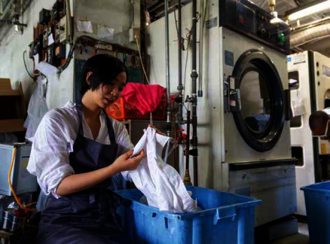 亞裔家庭收入最高 貧富差距最大