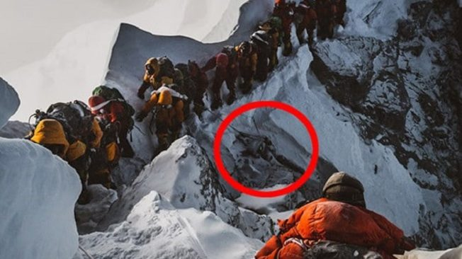攀聖母峰「越屍體前進」 登山業削價競爭被指元凶
