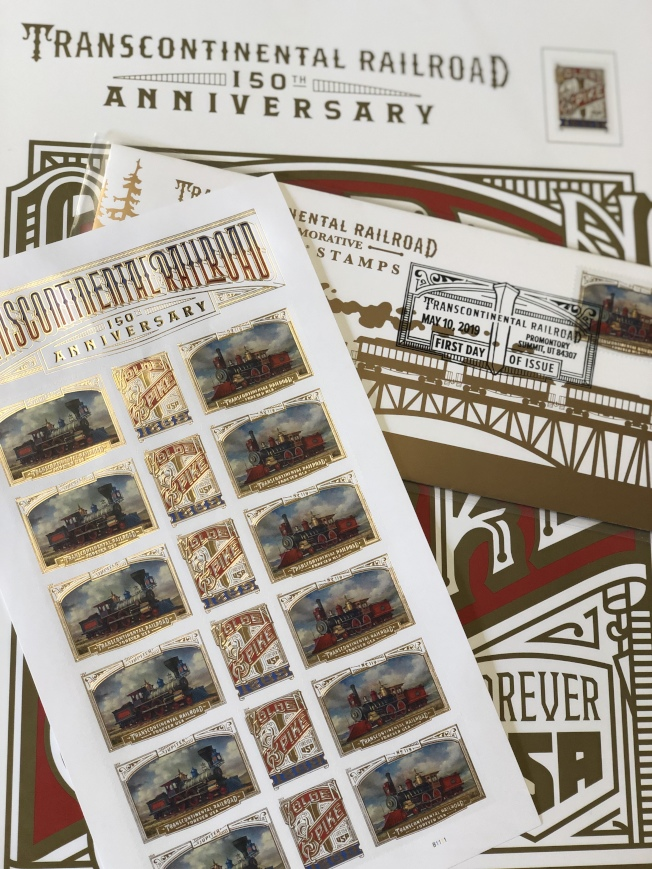 當天館內出售的紀念郵票。(記者張晨/攝影)