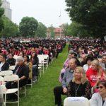 紐約市立大學皇后學院舉行畢業典禮