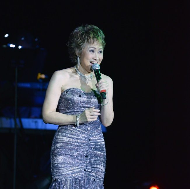 歌手尤雅在紐約獻唱,同名舞台劇「往事只能回味」9月將在紐約演出。(衛伯承攝影)