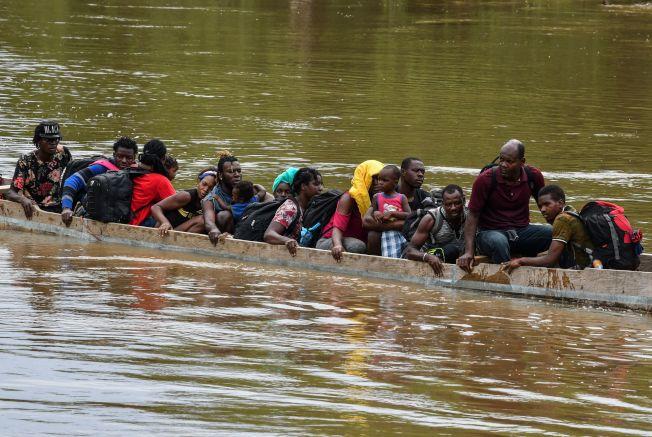 海地移民5月中旬搭乘小船抵達巴拿馬,再穿越中美洲各國,希望能進入美國。(Getty Images)