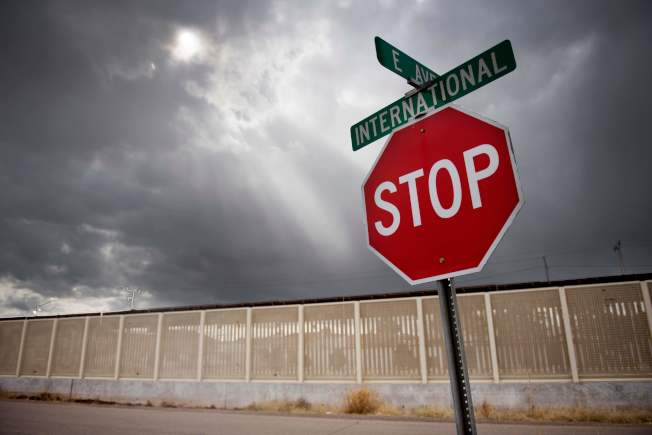 川普總統對墨西哥所有進口產品徵收關稅的意外威脅,讓股市大跌。(Getty Images)