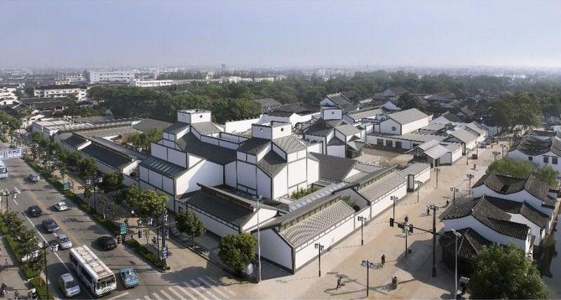 2006年開館的「蘇州博物館」西部新館,將蘇州古城的獨特性,搭配現代城市肌理融合在一起,讓建築與周遭環境相協調,號稱是貝聿銘「封刀之作」。(圖取自蘇州博物館網站www.szmuseum.com)