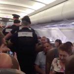 男大鬧班機詛咒乘客「你們都會死」送醫途中離奇暴斃