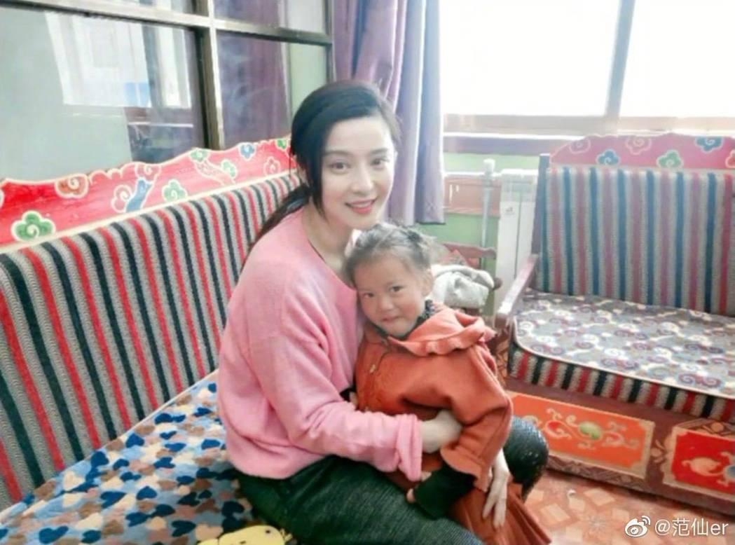 范冰冰赴西藏做愛心。圖/翻攝自微博