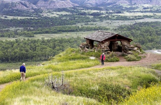對於想一年內參觀好幾個國家公園的家庭來說,更適合買年票。(美聯社)