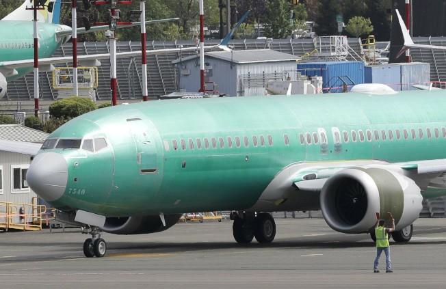 航空業排放的溫室氣體約占2%的全球排放量,而且占比可望繼續上升,圖為波音737 MAX 8噴氣客機。(美聯社)