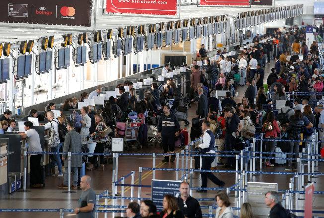 航空業花高成本改善效能,但成效卻因旅客需求成長而抵銷。(路透)