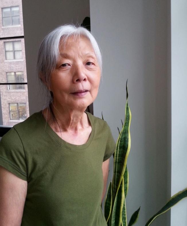 73歲的黃秀,20年前在紐約接受肝臟捐贈,如今過著健康的生活。(黃秀提供)