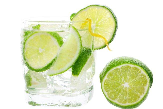 人體血液的酸鹼值是恆定的,並不會因為喝了檸檬水而有所改變,檸檬水能改變體質的說法並沒有科學依據。(取材自ingimage)