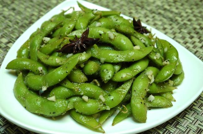 蒜香黑胡椒毛豆莢