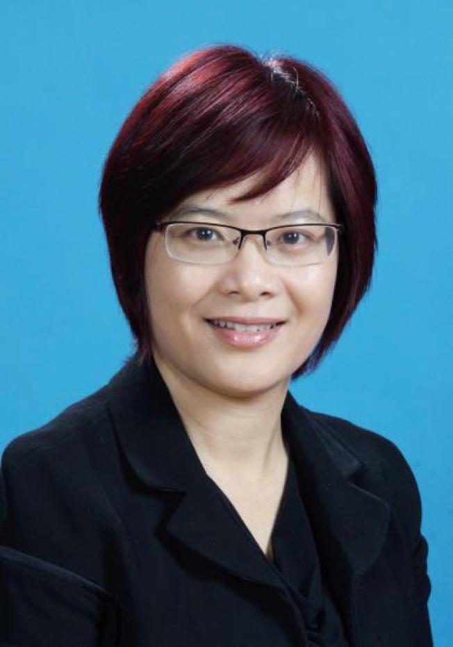 梁娟華畢業於金融經濟學專業,2006-2008任美國國際集團AIG銷售經理及經濟師。她是資深投資理財規劃師、培訓師,專精家庭及公司財務規劃,各類保險規劃,保險經紀人培訓,2009年創辦美國豐盛金融服務公司(CBCLIFE FINANCIAL SERVICES),服務南北灣區廣大客戶。