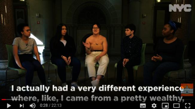 市府找來五名學生拍視頻,反對SHSAT。(視頻截圖)