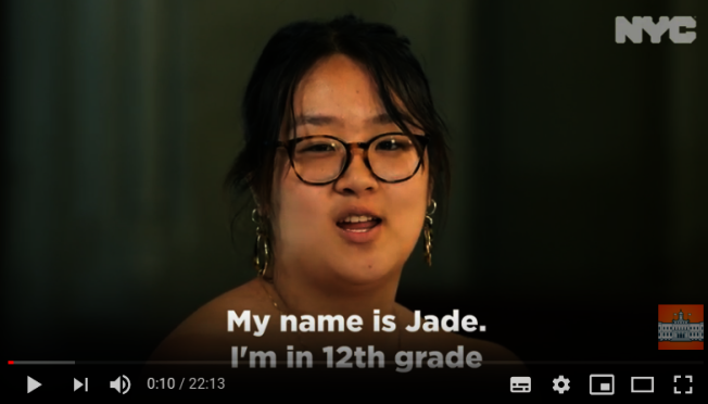 亞裔女生Jade認為自己當初上補習班和參加考試是一種「特權」。(視頻截圖)