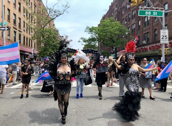 皇后區同志自豪大遊行吸引超過100個團體參加。(記者朱蕾/攝影)