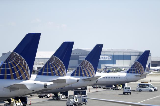 波音公司逾300架737 MAX型和上一代737型飛機,機翼可能存在製造不良組件。圖為聯合航空737 MAX型飛機。(美聯社)