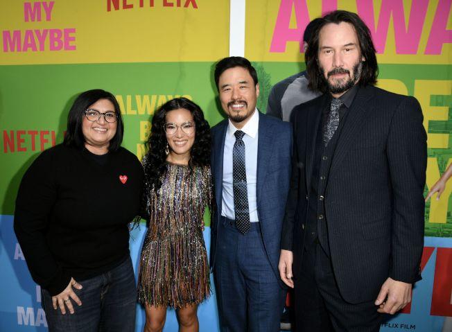 擁有華裔、夏威夷原住民血統的好萊塢男星基努李維(右起)、朴藍道、黃阿麗及伊朗裔導演Nahnatchka Khan。(Getty Images)